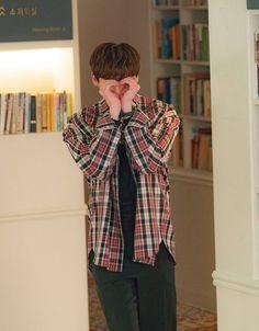 Lee Jong Suk ❤❤ 'Romance is a bonus book' Drama ^^ Lee Jong Suk Cute, Lee Jung Suk, Jung Hyun, Kim Jung, Asian Actors, Korean Actors, Lee Jong Suk Wallpaper, Kang Chul, Young Male Model