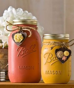 Use autumnal hues to paint Mason jars, then glue resin flowers to wooden tags, and tie around the necks with twine. Voila — you've got the perfect vintage-inspired DIY project. Click through for the tutorial and more mason jar fall crafts. Pot Mason Diy, Fall Mason Jars, Vintage Mason Jars, Mason Jar Projects, Mason Jar Crafts, Bottle Crafts, Diy Projects, Diy Bottle, Fall Crafts
