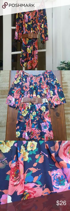 Boutique beautiful floral print dress! This is a gorgeous dress, in a bright and beautiful bold floral poly print, with large flowy open cut sleeves! Dress can be worn with or without the belt, and is in excellent condition! You' n me Dresses
