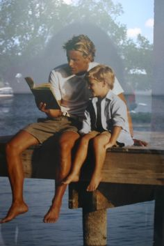 Men who love to read are sexy as hell, and even more so when they read to their children!
