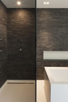 lighting by accessori lichtarchitectuur http://www.accessori-project.be interior architecture by Sabine Lyssens-Danneboom -  bathroom lighting #lighting #glass #naturalstone #bathroom