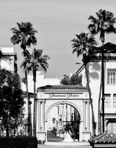 Possible studio tour somewhere? Paramount Pictures Studios: 5555 Melrose Ave, Los Angeles, CA Black And White Picture Wall, Black And White Pictures, Gray Aesthetic, Black And White Aesthetic, Vintage California, California Dreamin', Hollywood California, Palm Springs, Rio De Janeiro
