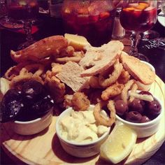 The #TinyLady, Nickolai treated herself to a delicious seafood platter in Montevideo!