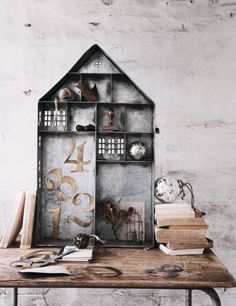 Show off treasured gifts, items and nik naks in this funky metal house shaped display - your belongings will feel right at home.