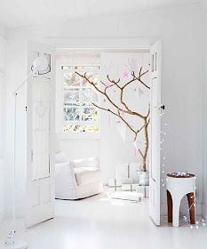 Need to get my hands on some branches! my scandinavian home: Dreaming of a white Christmas Minimalist Christmas, Modern Christmas, Pink Christmas, Scandinavian Christmas, Homemade Christmas, Natural Christmas, Coastal Christmas, Christmas Lights, Christmas Time