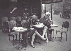 Maurice - Louis Branger: A la terrasse d'un café, Paris, vers 1925 