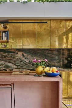 Kip & Co's co-founder Alex Van Der Sluys and her spectacular gold kitchen cabinets! Stone Kitchen, Kitchen Dining, Kitchen Decor, Natural Kitchen, Deco Cool, Classic Kitchen, Melbourne House, Cuisines Design, Interior Design Kitchen