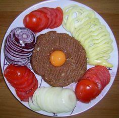 Egy finom Tatar beefsteak (tatárbifsztek) ebédre vagy vacsorára? Tatar beefsteak (tatárbifsztek) Receptek a Mindmegette.hu Recept gyűjteményében!
