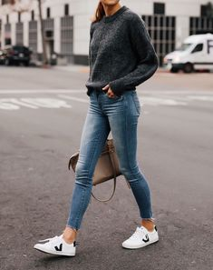 Mode Jackson Everlane Alpaka dunkelgrauer Pullover Denim Raw Hem Skinny Jeans Ve. - Mode Jackson Everlane Alpaka dunkelgrauer Pullover Denim Raw Hem Skinny Jeans Vej … Source by frauenschuhideensxyz - Sneakers Fashion Outfits, Mode Outfits, Casual Outfits, Sneaker Outfits Women, Womens Jeans Outfits, Autumn Outfits Women, Preppy Fall Outfits, Athleisure Outfits, Jeans Women