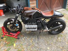 Cafe Bike, Cafe Racer Bikes, Bmw Motorbikes, Cars And Motorcycles, Sidecar, Brat Cafe, Cool Cafe, Ford Bronco, Scrambler