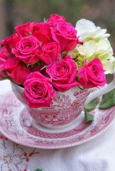 Pretty Roses.. ❣❖✿ღ✿ ॐ ☀️☀️☀️ ✿⊱✦★ ♥ ♡༺✿ ☾♡ ♥ ♫ La-la-la Bonne vie ♪ ♥❀ ♢♦ ♡ ❊ ** Have a Nice Day! ** ❊ ღ‿ ❀♥ ~ Sat 19th Sep 2015 ~ ~ ❤♡༻ ☆༺❀ .•` ✿⊱ ♡༻ ღ☀ᴀ ρᴇᴀcᴇғυʟ ρᴀʀᴀᴅısᴇ¸.•` ✿⊱╮