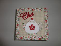 Caixa de chá quadrada com patchwork embutido e toda revestida em tecido.  *Verificar disponibilidade do tecido, na falta, procuro um bem parecido. R$ 65,00