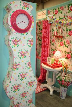 Awesome booth and Clock!! Rebekah Merkle #Quilt Market SLC @BoutiqueCafe