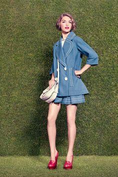 Louis Vuitton Resort 2012 Fashion Show - Arizona Muse