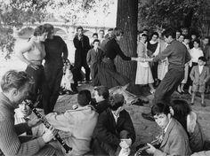 Jazz à Saint-Germain des Prés, sur les quais de la Seine, dans les années 60. (DALMAS/SIPA)
