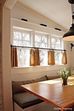 breakfast-nook-windows.jpg 512×768 pixels