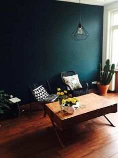 Home Decor Bedroom, Living Room Decor, Dark Interiors, Green Rooms, Minimalist Decor, Blue Walls, Room Colors, Home Decor Styles, Vintage Home Decor