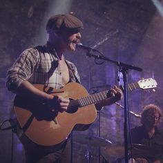 Foy Vance live for the 2014 iTunes Festival with his Lowden Guitar and G7th Performance 2 capo