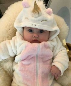 So Cute Baby, Cute Baby Videos, Cute Baby Pictures, Baby Kind, Cute Baby Clothes, Cute Kids, Mom Baby, Beautiful Pictures, Funny Babies