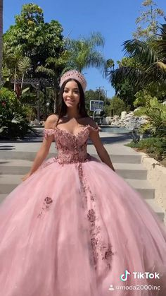 Pretty Prom Dresses, Sweet 16 Dresses, Dream Wedding Dresses, Cute Dresses, Beautiful Dresses, Xv Dresses, Ball Gown Dresses, Pageant Dresses, Mexican Quinceanera Dresses