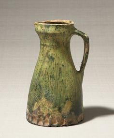 Water pitcher. 14th century. England. copper glaze. 26.7×17.3 cm.   No.6462