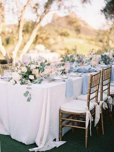 décoration de mariage déco de table centre de table florale nappe blanche