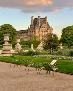 In my opinion it's hard to beat the Jardin des Tuileries in Paris. With views of the Musée du Louvre and Eiffel Tower and a location right in the middle of Paris, it's pretty perfect! Take a virtual tour of the Tuileries in April at the link! Tuileries Paris, Jardin Des Tuileries, City Aesthetic, Travel Aesthetic, Parcs Paris, Rio Sena, Places To Travel, Places To Visit, Paris Travel