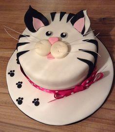 cat cupcakes diy \ cat cupcakes - cat cupcakes ideas - cat cupcakes easy - cat cupcakes for kids - cat cupcakes ideas easy - cat cupcakes diy - cat cupcakes birthday - cat cupcakes ideas cup cakes Cat Cupcakes, Diy Cupcake, Cupcake Cakes, Birthday Cake For Cat, Happy Birthday Cakes, Bunny Birthday, Pink Birthday, Cake Decorating Techniques, Cake Decorating Tips