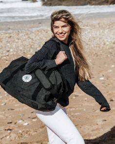 The perfect 'Weekender' bag! Club Design, Black Trim, Weekender, Black Cotton, Capsule Wardrobe, Vintage Black, Cotton Canvas, Skate, Bag