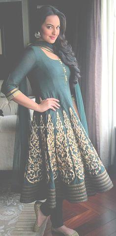 Anarkali Frock Style in bollywood fashion Indian Celebrities, Bollywood Celebrities, Bollywood Fashion, Anarkali Frock, Lehenga Choli, Anarkali Suits, Punjabi Suits, Patiala Suit, Sonakshi Sinha
