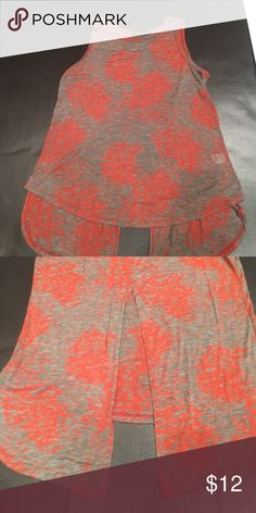 Open back top Comfy t shirt material. The back has a slit. The red faded design is part of the shirt, not from wear. worn twice. Bought at nordstroms bp. Brand is hip. HIP Tops Tank Tops