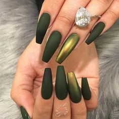 Matte Green and Metallic Nails – Long Nails – Long Nail Art Designs Gorgeous Nails, Pretty Nails, Hair And Nails, My Nails, Crome Nails, Metallic Nails, Matte Green Nails, Black Chrome Nails, Acrylic Nails Chrome