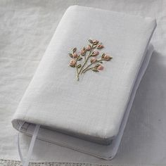 Bible Cover Hand Embroidery Patterns Flowers, Hand Embroidery Designs, Diy Embroidery, Embroidery Stitches, Leather Journal, Leather Notebook, Fabric Book Covers, Sewing Magazines, Bible Covers