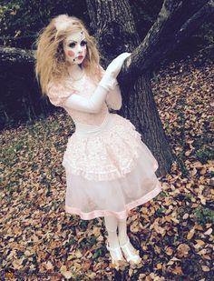 Porcelain Doll Costume - Halloween Costume Contest via Scary Doll Costume, Scary Dolls, Hallowen Costume, Costume Works, Scary Halloween Costumes, Halloween Costume Contest, Halloween Dress, Kid Costumes, Children Costumes