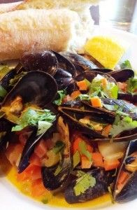 """Musseling"" in on Christmas Eve Seafood Menu, One Pot Wonders, Easy Weeknight Dinners, Mussels, Christmas Eve, Dishes, Cooking, Ethnic Recipes, Plate"