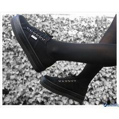 Blucher Lona Plataforma Negra de Victoria, combínala con vestidos. Nos encanta!!