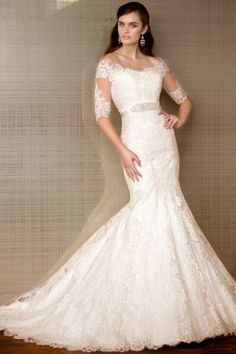 This is a gorgeous, lace, sweetheart, fit and flare wedding dress. It's in mint condition! The lace on it is a classic, beautiful and elegant lace, and the fit of the dress is flattering. I had the dr