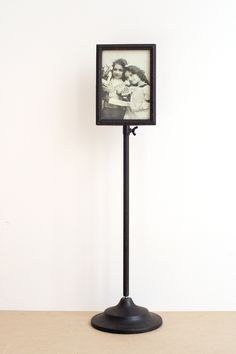 telescoping picture stand