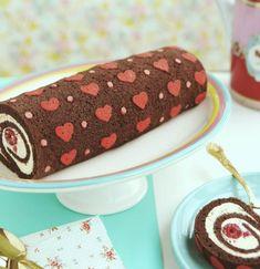 Heart patterned cake roll by Raiza Costa Kid Desserts, Valentines Day Desserts, Valentine Cake, Valentines For Kids, Dessert Recipes, Raiza Costa, Cake Roll Recipes, Patterned Cake, Let Them Eat Cake