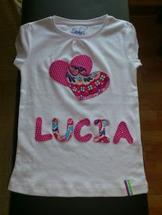 Las cosas de Luma: Tutorial de camiseta decorada con patchwork Girls Tees, Shirts For Girls, Baby Girl Shirts, Paper Crafts Origami, Sewing Techniques, Sewing Projects, Kids Outfits, Applique, Tee Shirts