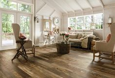 LAMINATE ARCHITECTURAL REMNANTS WOODLAND RECLAIM, Photo courtesy of Armstrong Floor Products