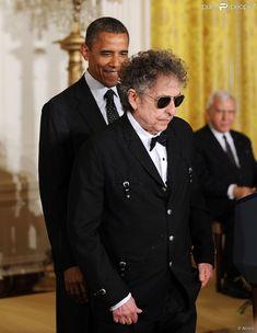Bob Dylan décoré par Barack Obama de la Médaille présidentielle de la liberté à la Maison Blanche à Washington, le 29 mai 2012.