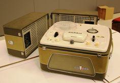 Магнитофон «Яуза-10», выпуск1961г. Первый отечественный четырёхдорожечный стереофонический магнитофон с двумя громкоговорителями.