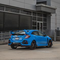 Honda makes the R-rated Civic even more gratuitously bonkers by adding features, retuning the chassis, and tweaking the (still polarizing) styling. Honda Civic Forum, Honda Civic Si Coupe, Honda Civic Sport, Honda Civic Hatchback, Civic Coupe, Civic Type R 2017, Honda Type R, Street Racing Cars, Honda Cars