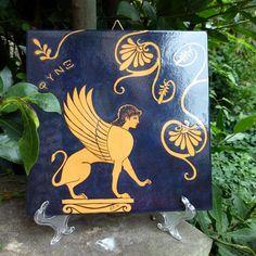 Piastrella di ceramica decorata con #Sfinge e #palmette. #greekart #greekpottery #Sfinx #artegreca #ceramicagreca #MITOliberty