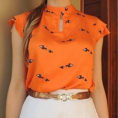 😮😮😍 the fishies ♡♡ Dress Neck Designs, Blouse Designs, Stylish Dresses, Fashion Dresses, Blouse Styles, Work Attire, Western Wear, Work Fashion, Corsage