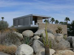 Richard Neutra : Kaufmann House (Desert Modernism - Palm Springs, California, 1946) Like the way it fits with its environment!