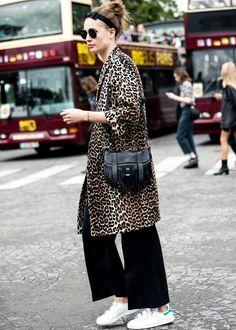 Imprimé léopard + Stan Smith = le bon mix (photo Vogue)