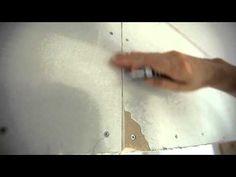 Hur spacklar man gipsväggar? Vi har spacklat klart väggarna i atlejéhuset och nu återstår slipning innan vi kan börja måla.