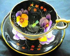 Aynsley england hp pansy purple black gold tea cup and saucer China Cups And Saucers, Teapots And Cups, China Tea Cups, Antique Tea Cups, Vintage Cups, Cup And Saucer Set, Tea Cup Saucer, Café Chocolate, My Cup Of Tea